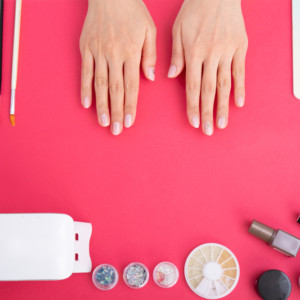 ネイルで似合う色の選び方って?手元を綺麗に見せるカラーで素敵女子に