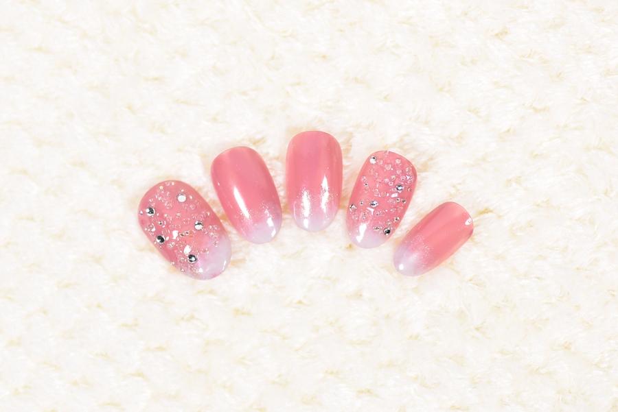 ピンク×白グラデーションのロマンティックイルミネーションネイル