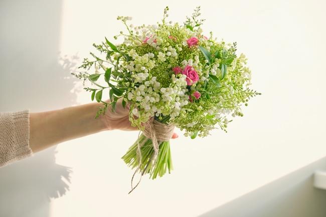 すずらん入りの花束