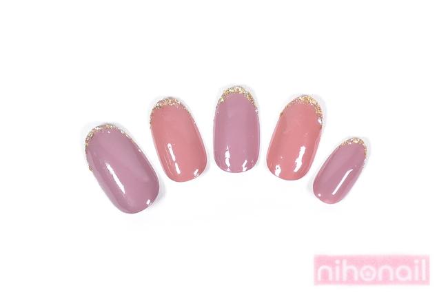 ニュアンスを楽しめる2色ピンクのスキニーフレンチネイル