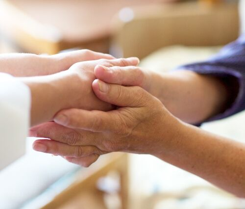 手を握るイメージ