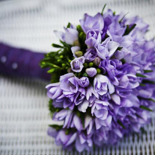 紫の花のブーケ
