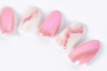ピンクの大理石ネイルアップ